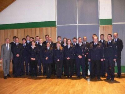 Gruppenbild aller geehrten und beförderten Mitglieder